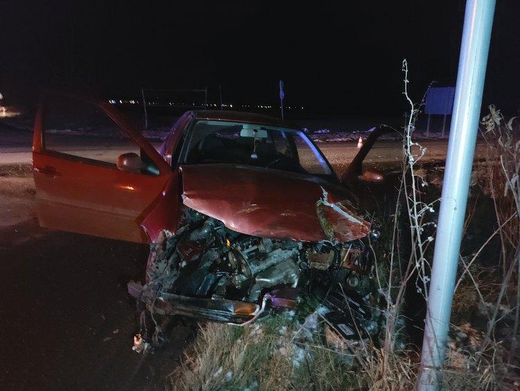 Autóbusz és személygépjármű ütközött – Két személyt kórházba szállítottak