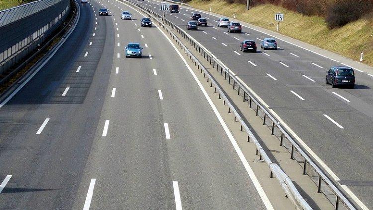 Halálába gyalogolt az M3-as autópályán egy férfi szombaton reggel