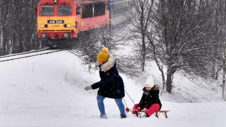 A hegyekbe megérkezett az igazi tél, a melegfront pedig fejfájást okozhat