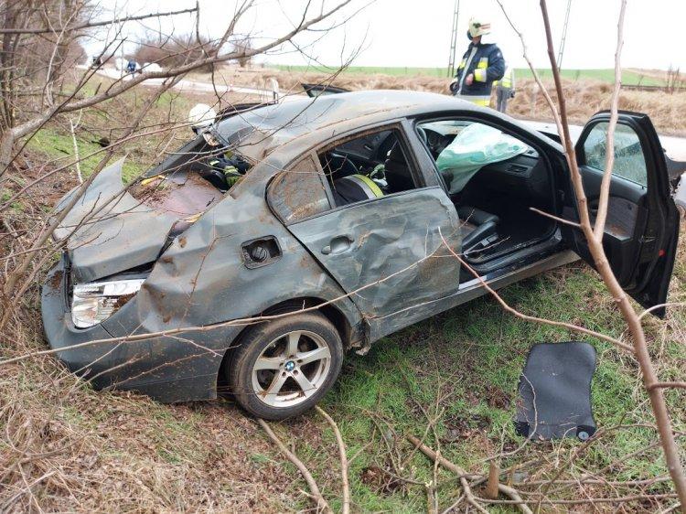 Megpördült az úton és árokba csapódott egy jármű Sóstóhegy és Kemecse között