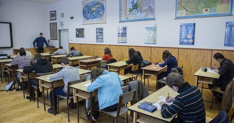 Hetvenötezer diák felvételizik - Szombaton tartják a  központi írásbeli vizsgákat