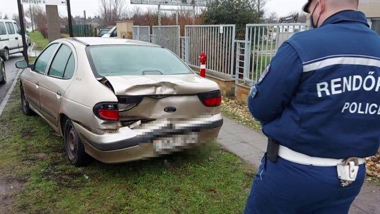 Ráfutásos baleset lassította a forgalmat az Orosi úton hétfőn reggel
