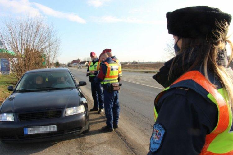 Közlekedésbiztonsági ellenőrzés Nyíregyházán: több szabályszegés miatt is intézkedtek