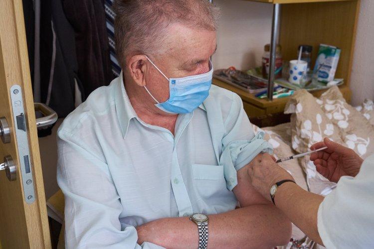 Oltás – A Nyíregyházi Szociális Gondozási Központ mindkét telephelyén megkapták a vakcinát