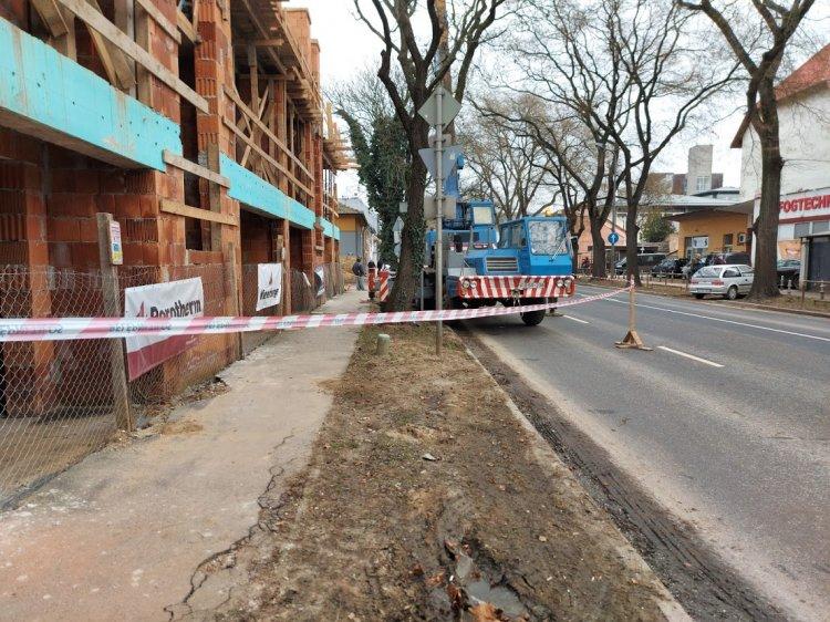 Leszűkítették a forgalmi sávot a Bocskai utcán, körültekintően közlekedjenek!