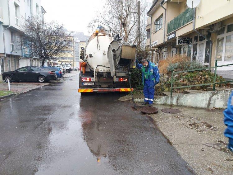 Forgalomkorlátozás mellett duguláselhárítást végeztek a Nyírségvíz szakemberei az Ér utcán
