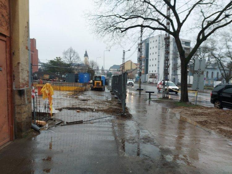 Építkezés – Körültekintően közlekedjenek a Benczúr tér környékén!