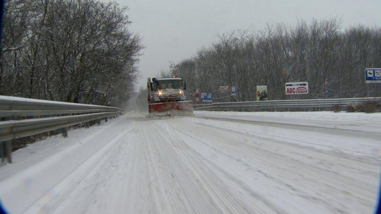 Téli felkészültség – Folyamatosan ellenőrzi az utakat a városüzemeltetési társaság