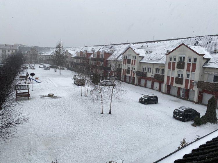 Megérkezett a sarkvidéki hideg, Nyíregyházán is jelentős mennyiségű hó esett