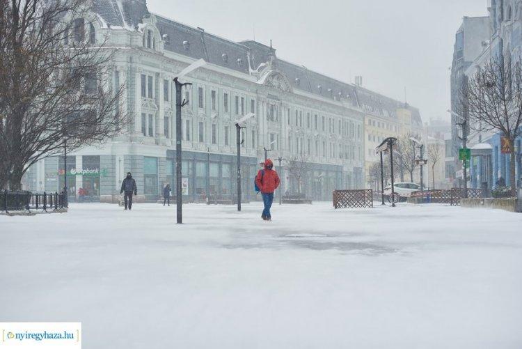 Nézze meg videós összeállításunkat a nyíregyházi hóhelyzetről!