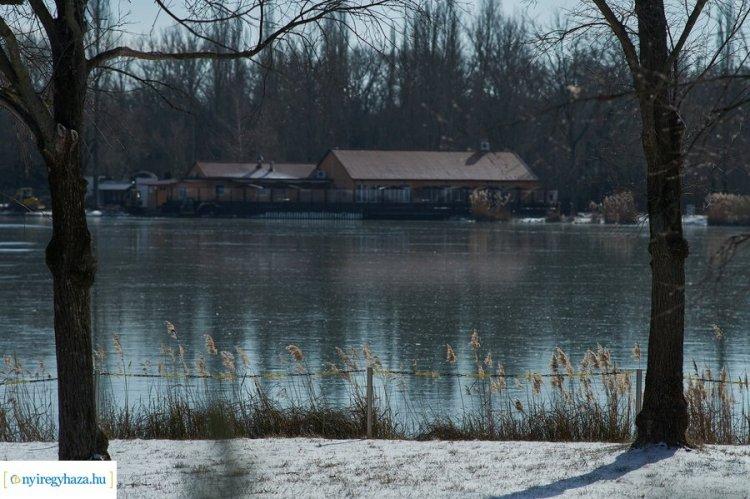 Jégre lépni tilos! – Sem a Sóstói-tó, sem a Bujtosi-tó jege nem alkalmas korcsolyázásra