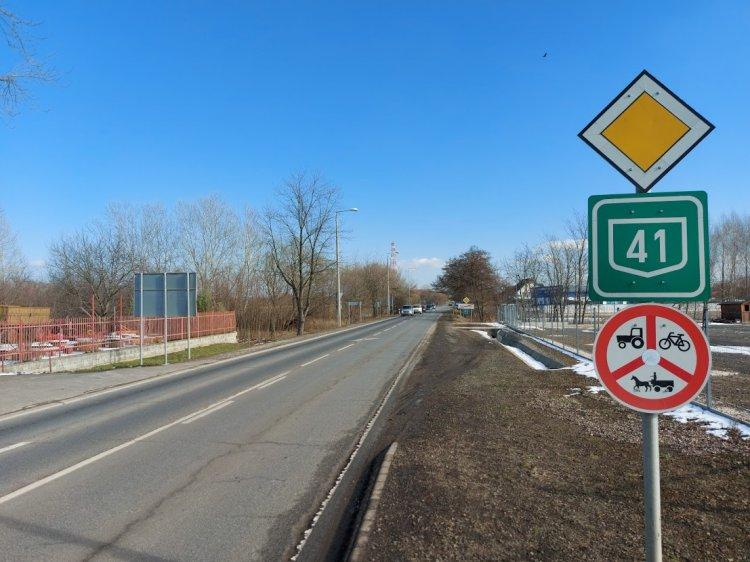 Burkolati hibákat szüntetett meg a Magyar Közút a 41-es főúton