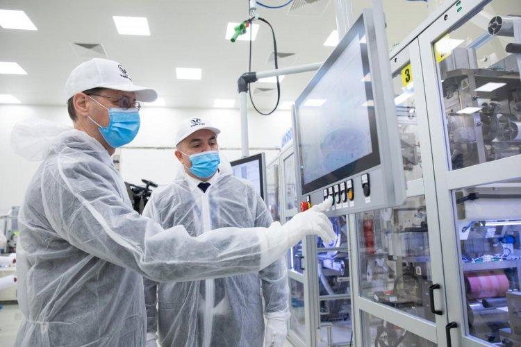 PM: önellátó lesz Magyarország az orvosi maszkgyártásban