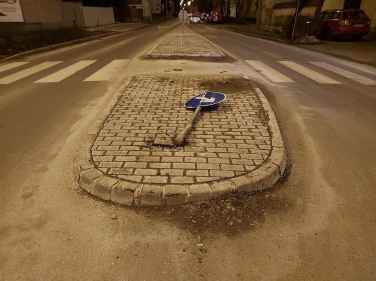 Nekiment, majd áthajtott egy KRESZ-táblán egy ismeretlen járművezető a Debreceni útnál