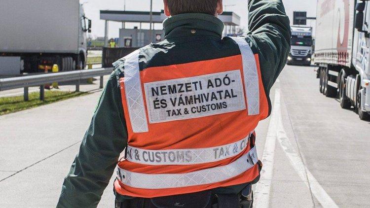 Nemzeti Adó- és Vámhivatal: ötezer doboz cigi a zöldhatáron