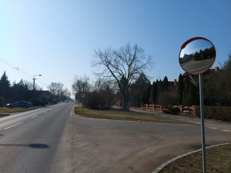 A Jósika Miklós és a Korányi Frigyes utca kereszteződésében forgalmi tükröt helyeztek ki