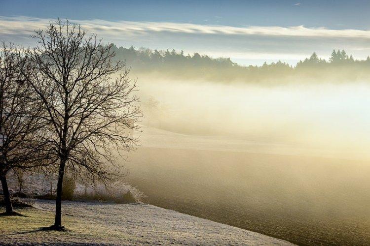 Az ország sarkába szorul a köd, elő a napszemüveggel!