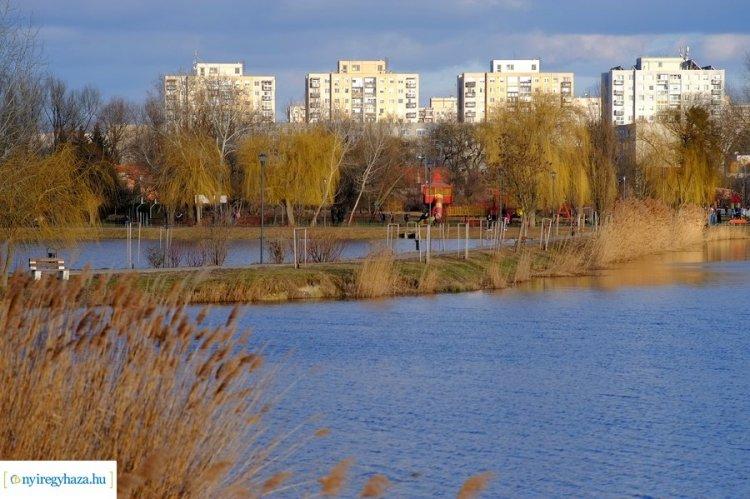 Itt a tavasz! Napsütésben úszik a Bujtosi Városliget! Galéria!