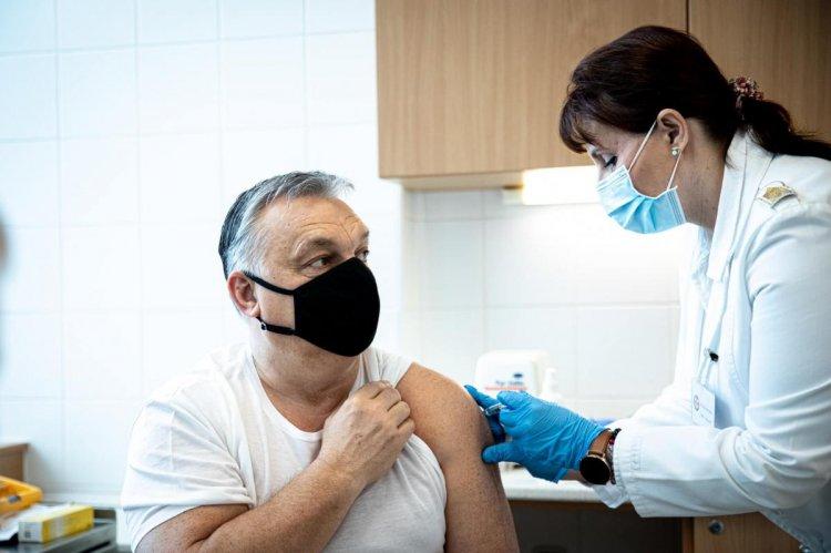 Beoltották a kínai Sinopharm koronavírus elleni vakcinájával Orbán Viktor miniszterelnököt