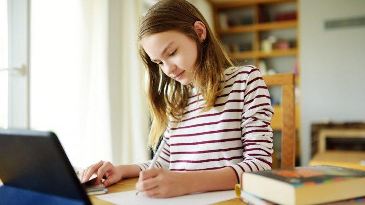 Ismét oktatási tartalmakkal segíti az iskolásokat a közmédia