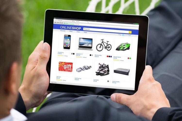 Online továbbra is nyitva tarthatnak az üzletek