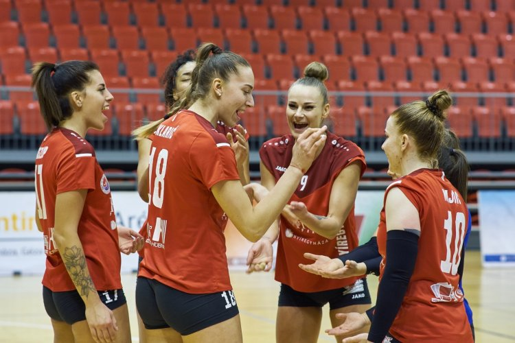 Kupadöntő előtt a Fatum Nyíregyháza - A női röplabdások az Újpest ellen játszanak először