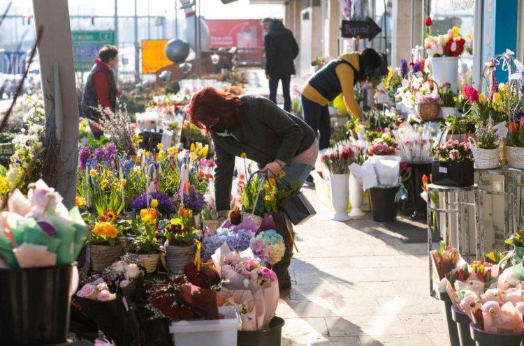 Nagy István: a piacokon nyitva lehetnek a virágárusok