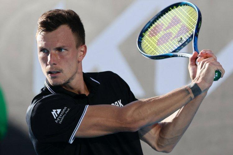 Bombaformában - Fucsovics Márton ismét győzött, és a negyeddöntőbe jutott Dohában
