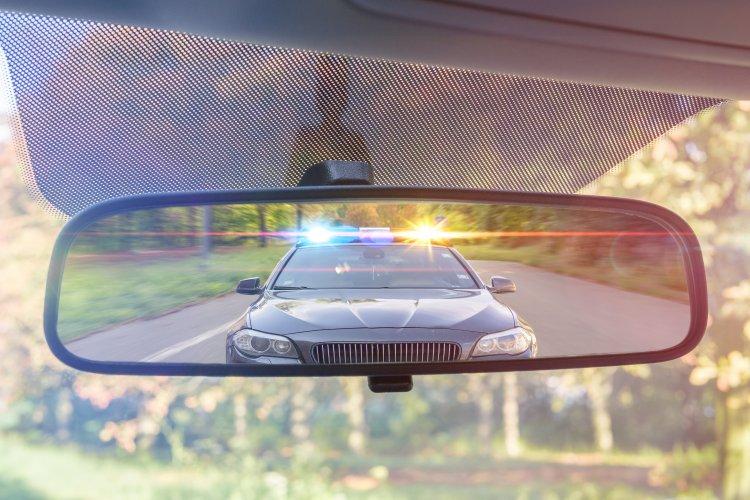 Vádemelés a rendőrök elől elmenekülő ittas sofőr ellen