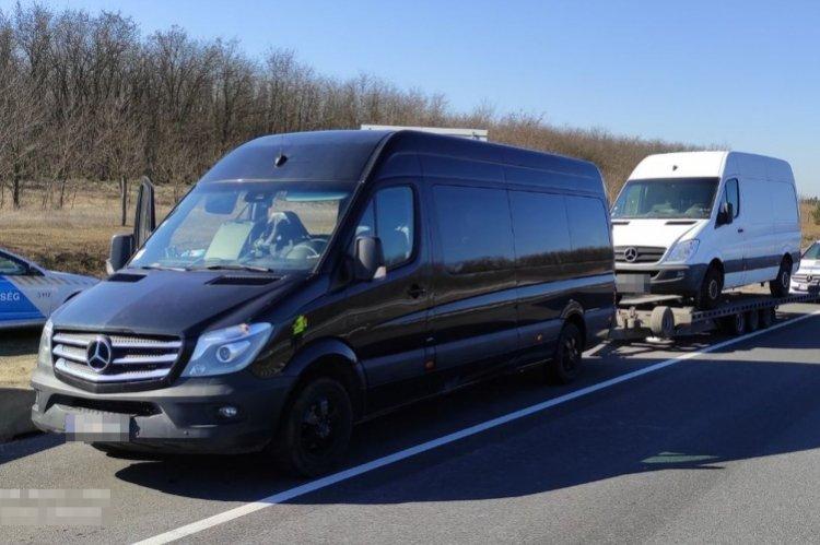 Túlsúllyal közlekedő járműszerelvény az M3-as autópályán