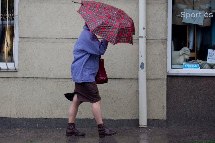 Már csak ebben az országrészben kell az esernyő
