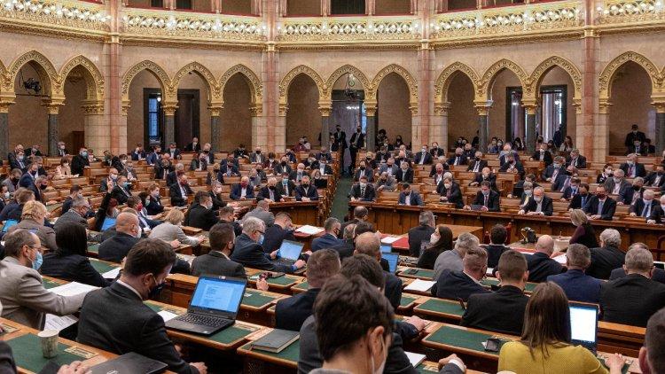 A képviselők a kormány tagjait kérdezik ma az Országgyűlésben