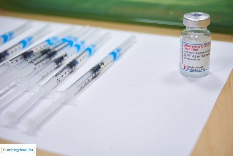 Naponta több százan kapják meg a koronavírus elleni védőoltást a nyíregyházi kórházban