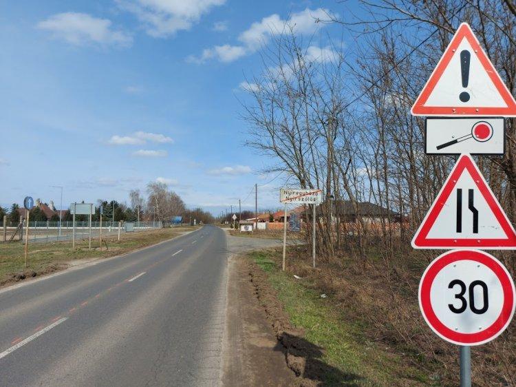 Felújítási munkálatokat végez a Magyar Közút Nyírszőlős és a kótaji elágazás között