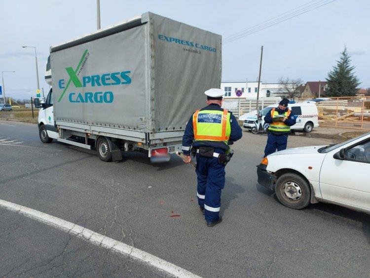 Baleset történt a Debreceni úton, rendőrök intézkedtek a helyszínen
