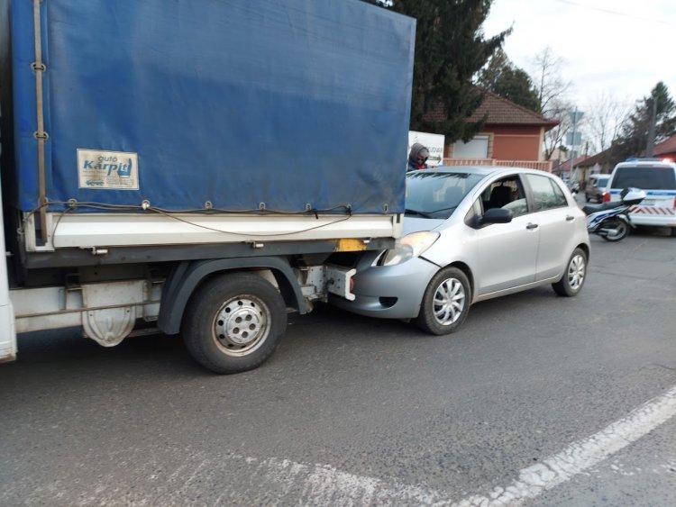 Ráfutásos baleset történt a Derkovits utca és a Tiszavasvári út csomópontjánál