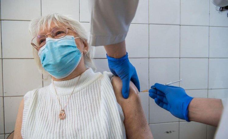 Operatív törzs: a regisztrált idősek több mint felét már beoltották