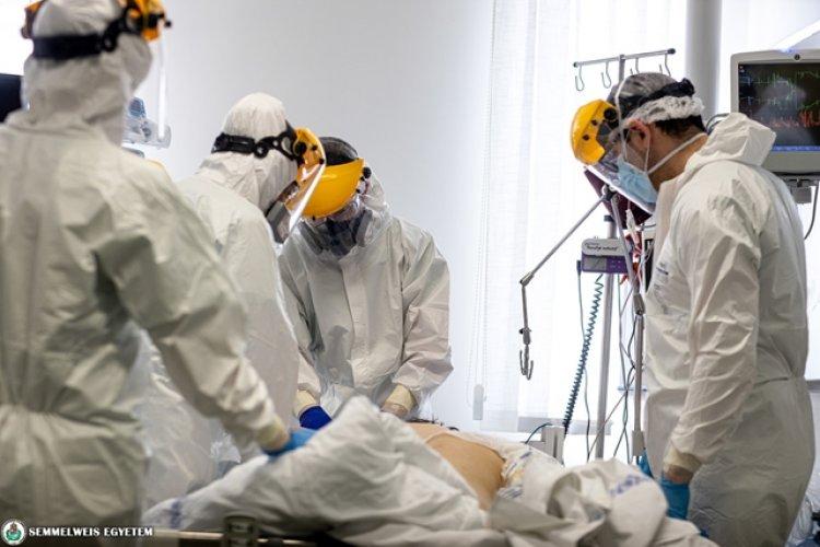 Donornak jelentkeztek, hogy megmentsék koronavírusos kollégájukat