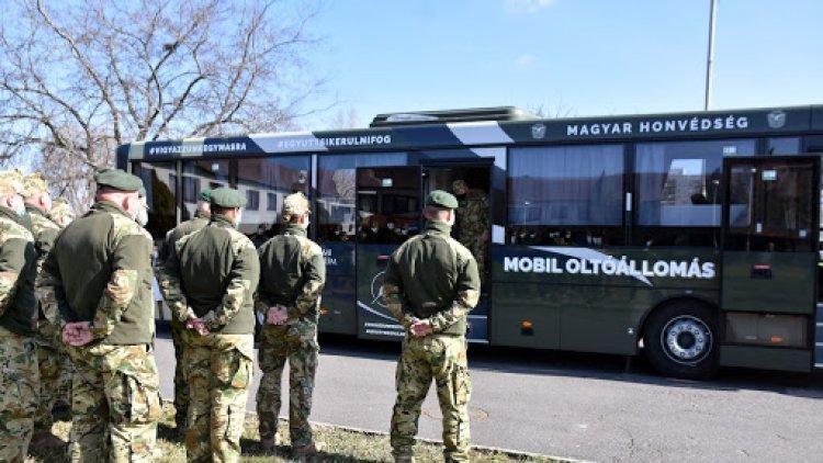 Megkezdték a munkát a Magyar Honvédség oltóbuszai - Egyelőre tesztüzemben
