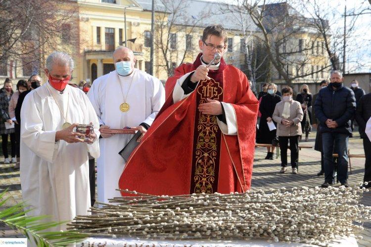 Barkaszenteléssel kezdődött ma a virágvasárnapi szentmise! Galéria!