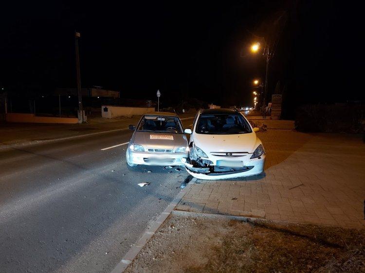 Nagy erejű ütközés történt vasárnap este, rendőrök intézkedtek a helyszínen