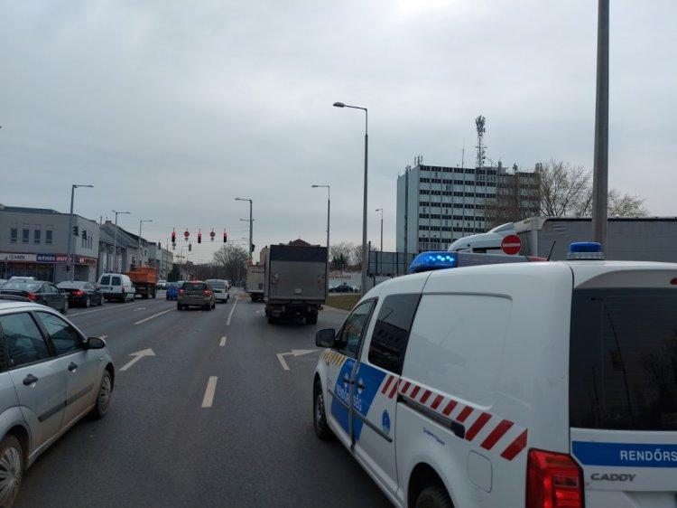 Anyagi kárral járó baleset történt a Bethlen Gábor és a Vasgyár utca csomópontjánál