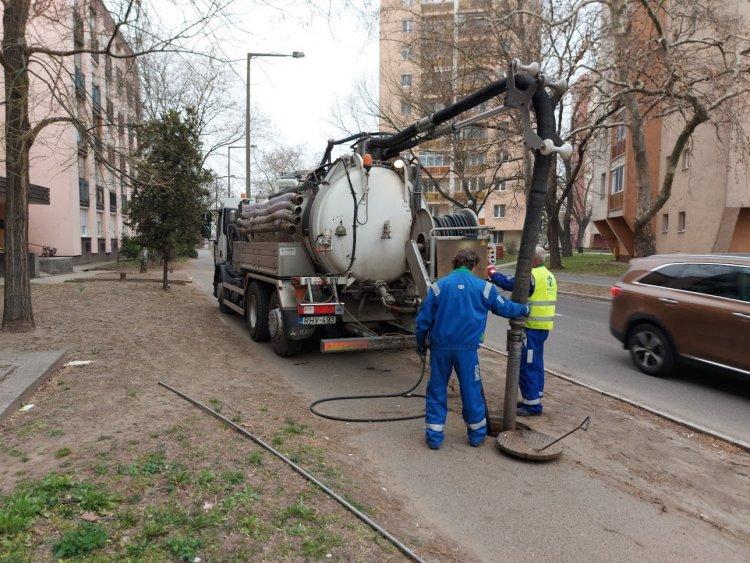 Húsvét után fogják befejezni a csatornakarbantartást a Vasvári Pál utcán