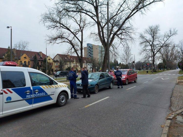 Ráfutásos baleset történt szerda délután a Korányi Frigyes utcán