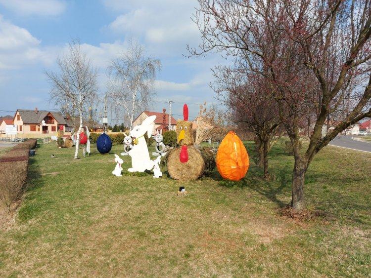 Feldíszítették a nyírbogdányi parkot, az ott lakók gondoskodnak a húsvéti hangulatról