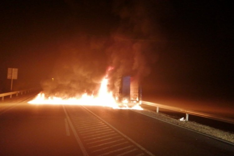Tűzből mentettek ki egy elbújtatott gyereket és több felnőttet hős rendőrök