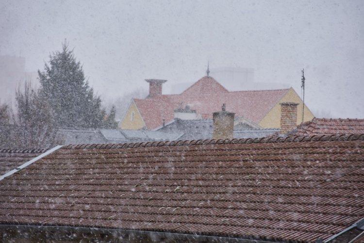 Nem áprilisi tréfa – Fotókon az áprilisi havas Nyíregyháza