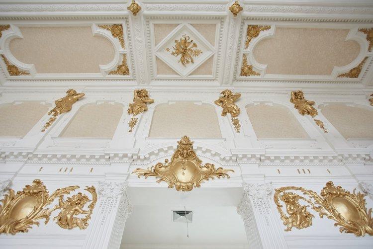 Megújul a Korona Hall – Áprilisban kész lehet az ezentúl arany színekben pompázó bálterem