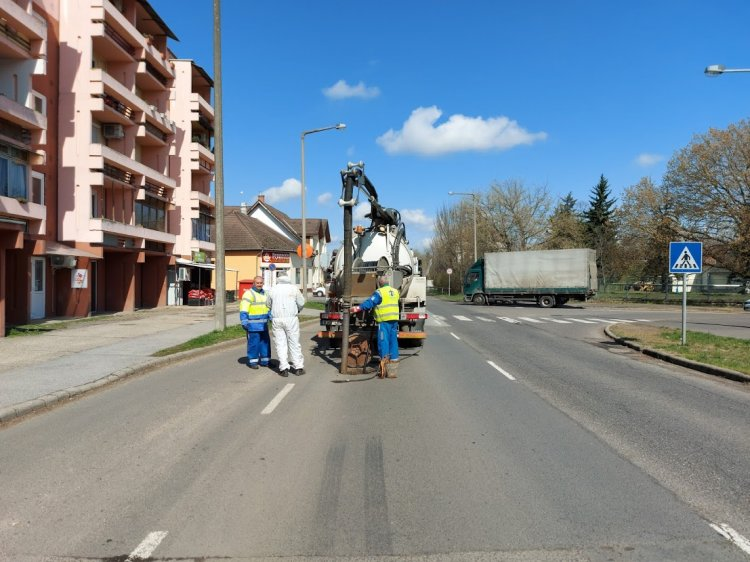 Befejeződtek a csatornamosási munkák a Vasvári Pál utcán