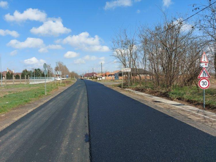 Forgalomkorlátozás – Aszfaltoznak a Magyar Közút szakemberei a Buji úton